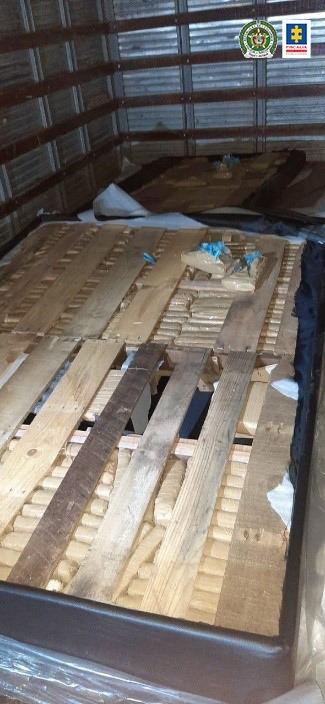 Cárcel para dos hombres que presuntamente transportaban 133 kilos de marihuana camuflados en la base de un colchón - Noticias de Colombia