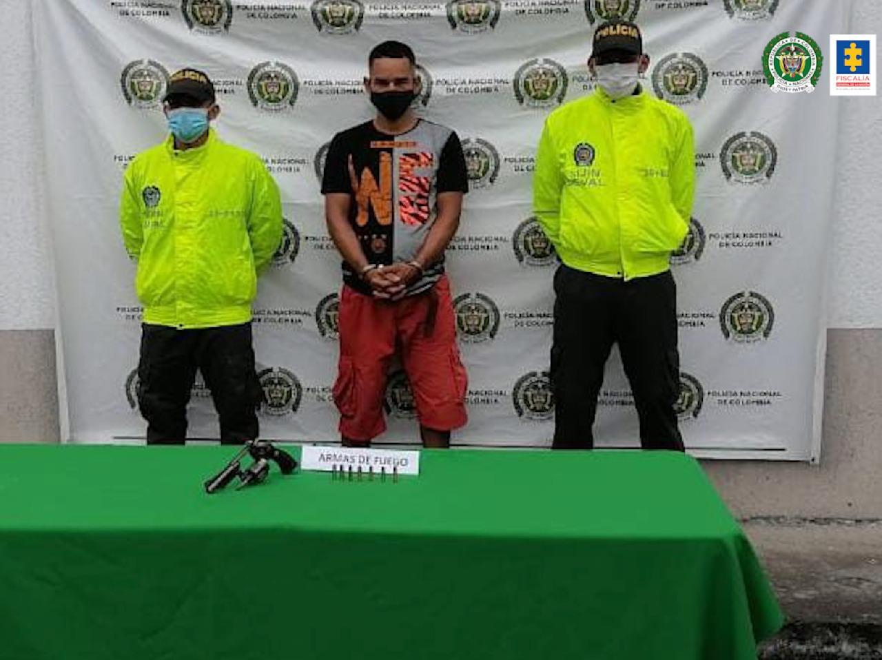 Por presunto tráfico de estupefacientes y porte ilegal de armas de fuego fueron judicializados dos hombres municipios del Valle - Noticias de Colombia