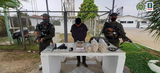 Tres hombres fueron cobijados con medidas privativas de la libertad por presunto transporte y porte de estupefacientes en Putumayo - Noticias de Colombia