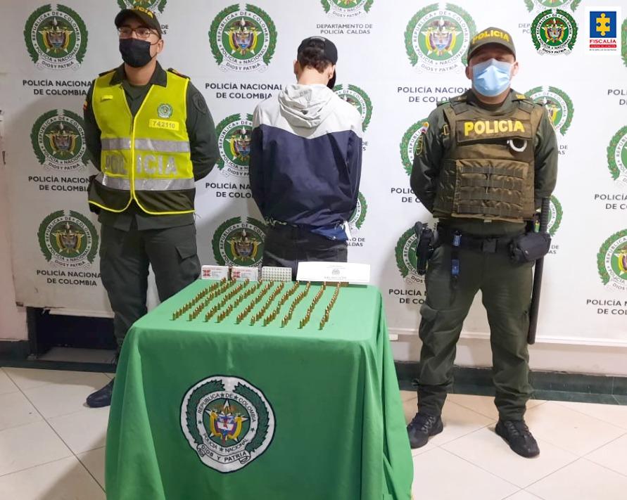 Cárcel para un hombre que al parecer portaba en una maleta munición para armas de fuego - Noticias de Colombia