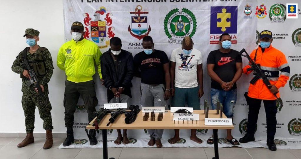 A la cárcel 4 presuntos integrantes de la banda La Local – Los Chotas, por porte ilegal de armas de uso privativo - Noticias de Colombia