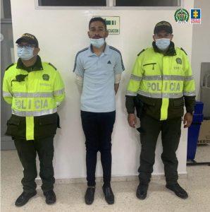 Cárcel para extranjero que habría causado la muerte a un patrullero de la Policía Nacional y dejó heridos a otro uniformado y a un taxista en Bogotá - Noticias de Colombia