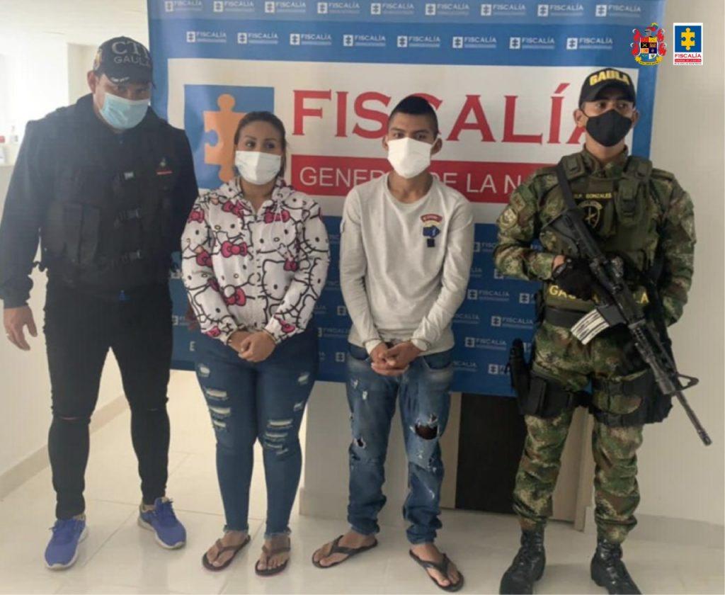 Encarcelan a una pareja que presuntamente extorsionó a un hombre para que le devolviera una motocicleta - Noticias de Colombia