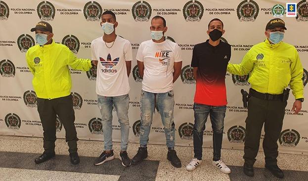 A la cárcel 3 venezolanos investigados por ataque a una estación y a uniformados de la Policía durante manifestaciones violentas en Medellín - Noticias de Colombia